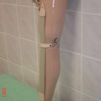 proteza podudzia z tworzywa